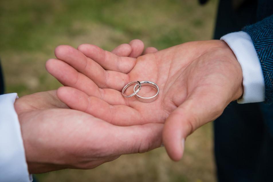 Best man and groom exchange rings