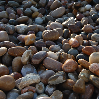 20-30mm High Quality Scottish Pebbles  Ideal Uses: - Fish Friendly - Wash prior to use - Alpines & Rock Gardens - Borders & Beds  Please note: Products made up of natural materials will vary in size and colour, some significantly.  When calculating how many bags you will need, we recommend a minimum depth of 35mm.