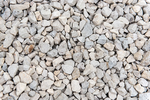 The natural beauty of Cotswold chippings are perfect for uses as a mulch, driveways, paths, water features, seating and patio areas and will enhance any garden large or small. It is supplied in 20mm and looks great next to rusty Slate paving, Indian sandstone paving, Decking, sleepers with the fact that it is naturally formed provides the perfect finish.  Ideally it should be laid on a weed suppressant material that is pegged down using mulch mat pegs to a depth of approximately 50mm, the deeper the better if being used as a mulch for frost purposes or for water retention on the garden or raised vegetable beds. ​ Ideal Uses: - Driveways & Paths - Alpines & Rock Gardens - Borders & Beds​ - General Landscaping