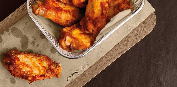 Tovaglietta in carta alimentare Pour Manger con alette di pollo fritte