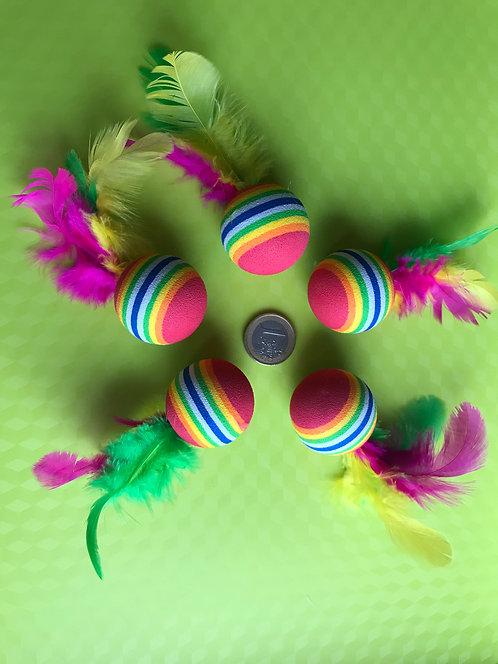 Bola multicolor con pluma