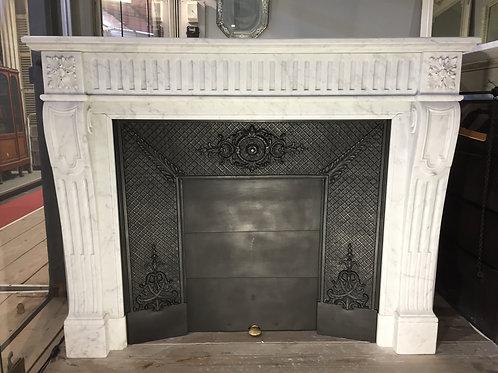 Cheminée ancienne de style LOUIS XVI en marbre blanc