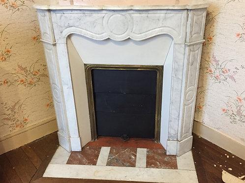 Petite Cheminée ancienne de style LOUIS XV en marbre blanc.