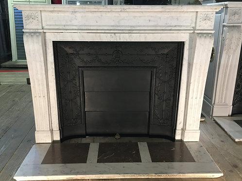 Cheminée ancienne de style LOUIS XVI en marbre blanc véiné.