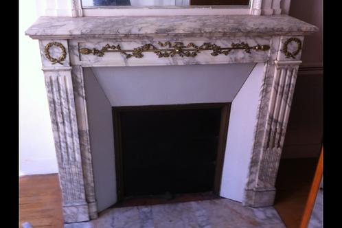 Cheminée ancienne de style LOUIS XVI en marbre blanc et gris a bronzes.