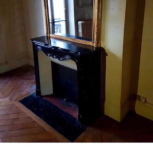 Cheminée ancienne de style LOUIS XV en marbre noir.