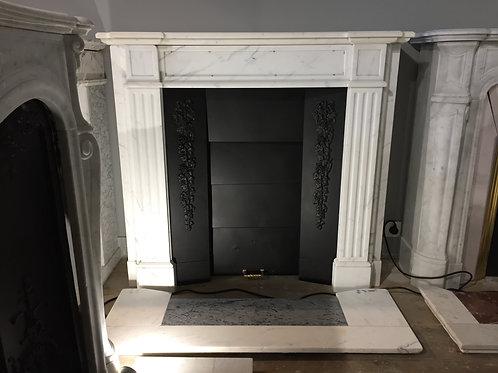 Petite Cheminée ancienne de style NAPOLEON III en marbre blanc veiné gris.