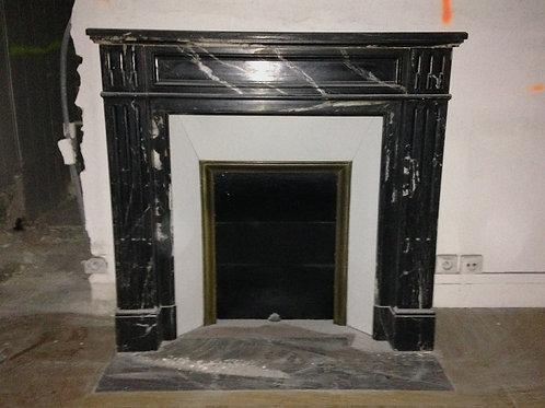Petite Cheminée ancienne de style LOUIS XVI en marbre noir marquina.