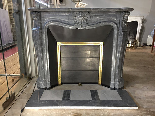 Cheminée ancienne de style LOUIS XV en marbre bleu Turquin.
