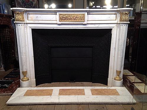 Grande Cheminée ancienne en marbre blanc de style LOUIS XVI