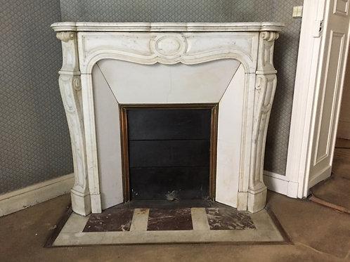 Cheminée ancienne de style LOUIS XV en marbre blanc