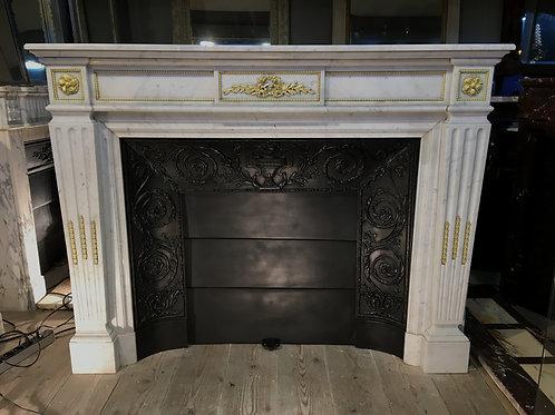 Grande Cheminée ancienne de style LOUIS XVI  à bronzes en marbre blanc