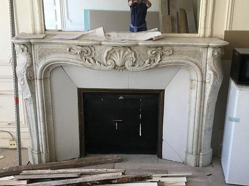 Grande Cheminée ancienne de style LOUIS XV en marbre blanc