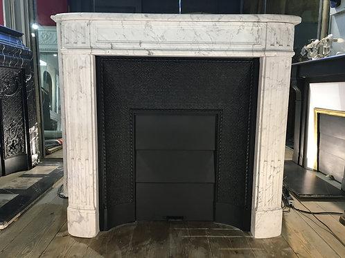 Petite Cheminée ancienne de style LOUIS XVI en marbre blanc veiné gris.