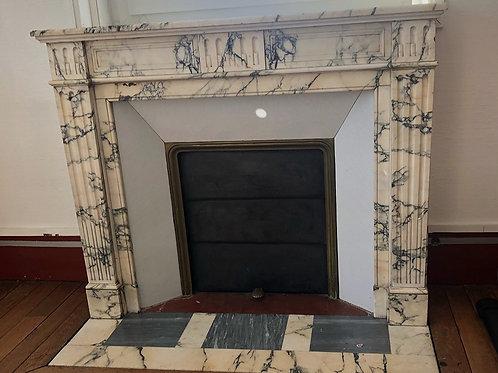 Cheminée ancienne de style LOUIS XVI en marbre Paonazzo.