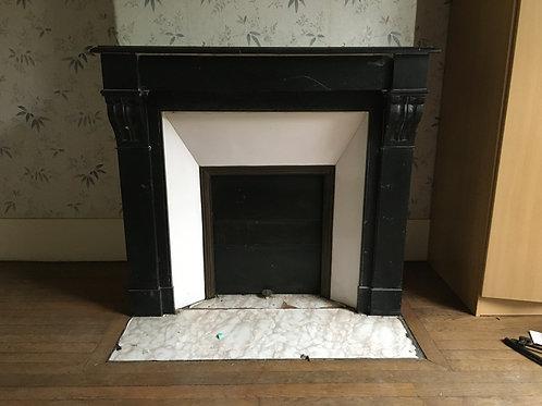 Cheminée ancienne de style LOUIS PHILIPPE en marbre noir.