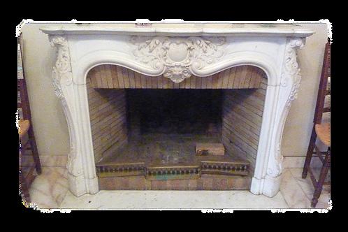 Cheminée ancienne de style LOUIS XV en marbre blanc statuaire.
