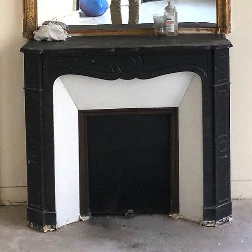 Petite Cheminée ancienne de style LOUIS XV en marbre noir.