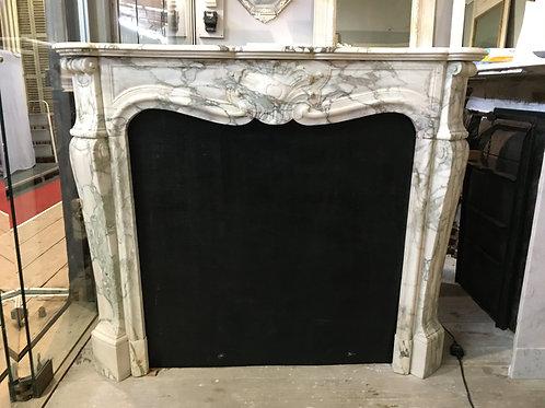 Cheminée ancienne de style LOUIS XV en marbre.