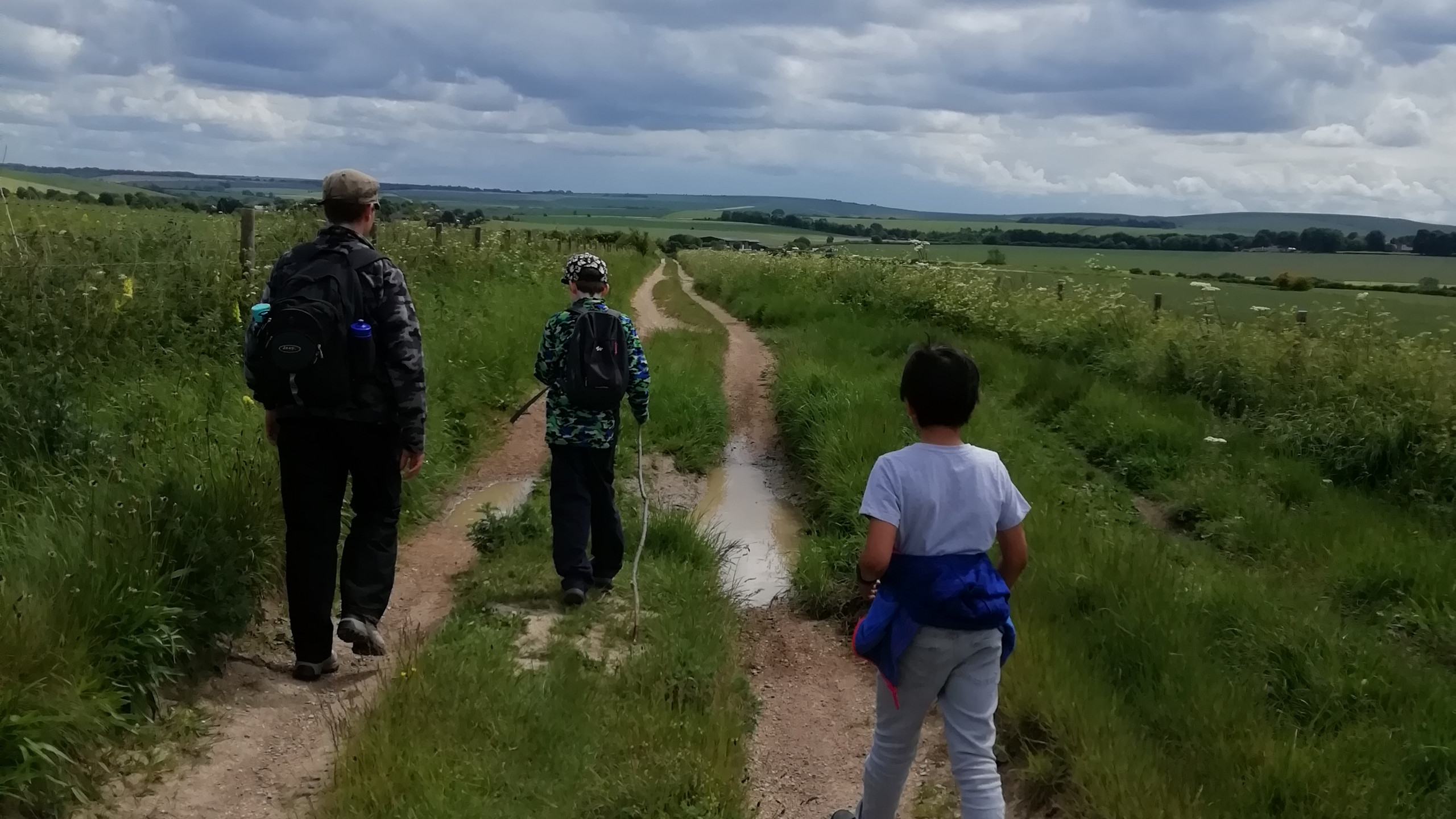 Hiking back to Avebury from Windmill Hill