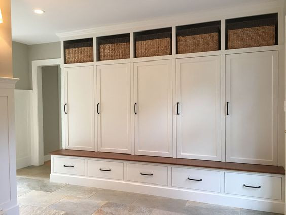 Wood Lockers can be used for mudroom, gym center, sports club. can be customized to any designs.