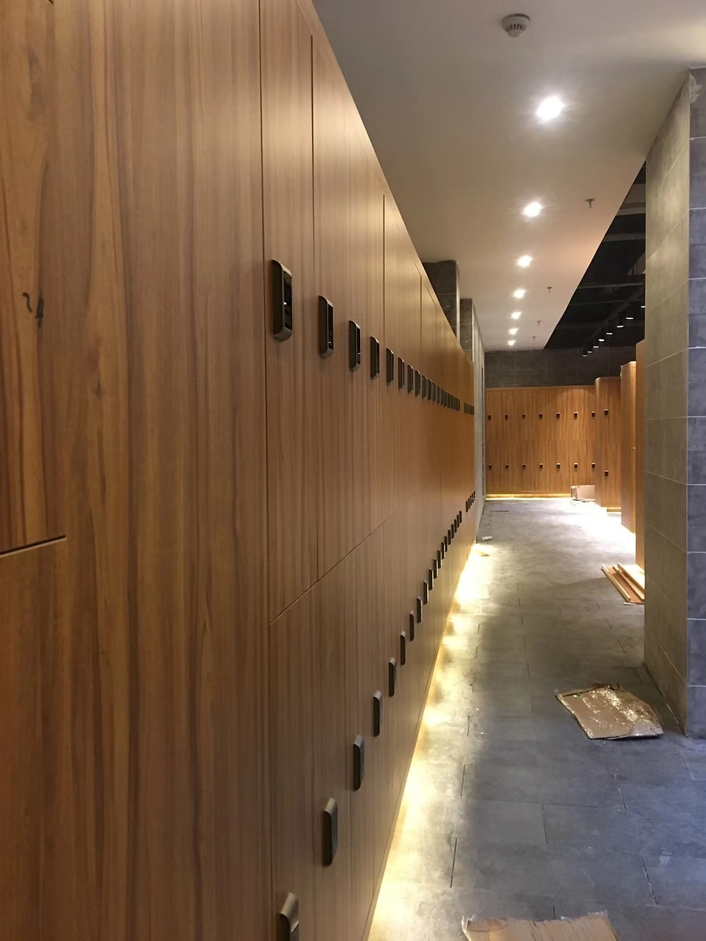 How to design the size for the wood lockers?
