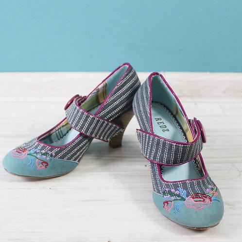 Pin-upowe buty na obcasie haftowane rozmiar 38