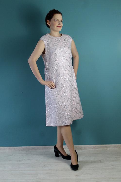 Lata sześćdziesiąte - lureksowa sukienka blady róż mod dress
