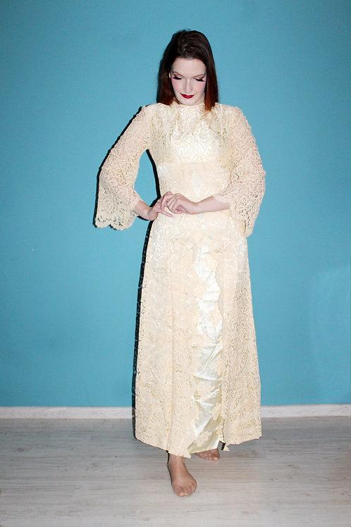 Lata sześćdziesiąte - maxi koronkowa suknia z wiskozowej satyny
