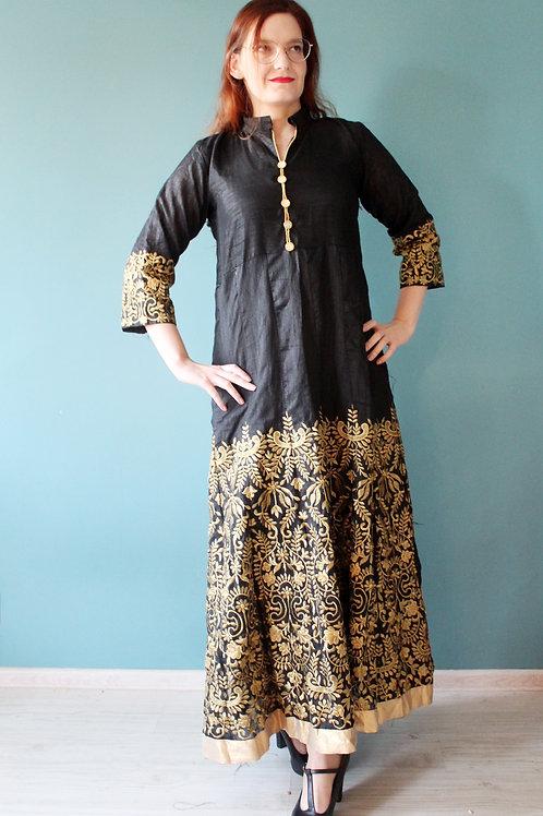 Orientalna szata w złote hafty suknia coś jak salwar