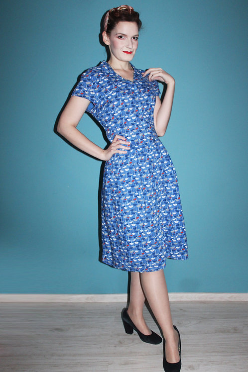 Niebieska sukienka w prasolki Seasalt retro pin-up modern retro novelty print