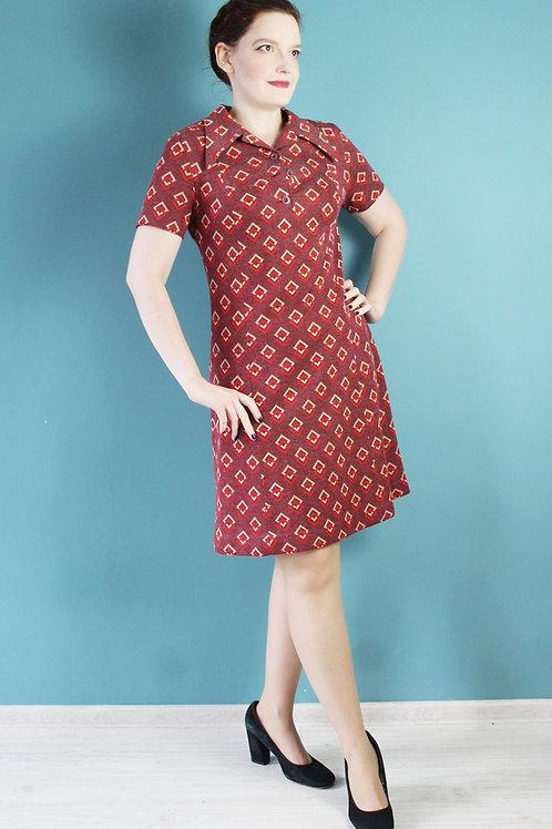 Lata sześćdziesiąte - wełniana sukienka w geometryczne wzory