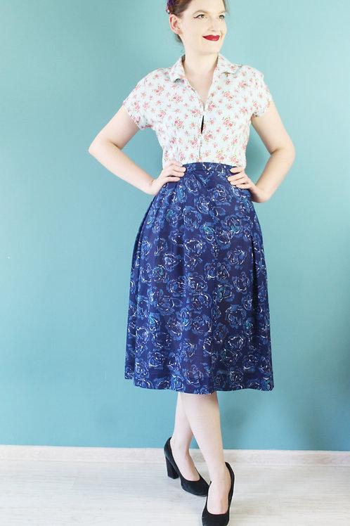 Lata sześćdziesiąte - spódnica midi w niebieskie róże