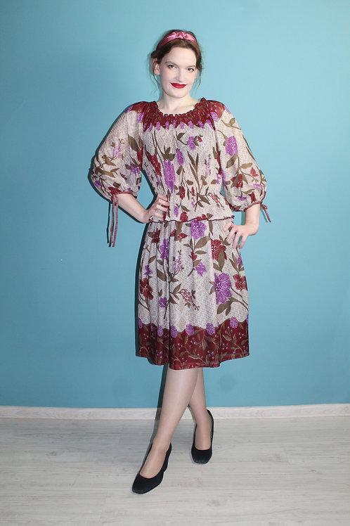 Lata siedemdziesiąte - kwiecista hipisowska sukienka szyfonowa