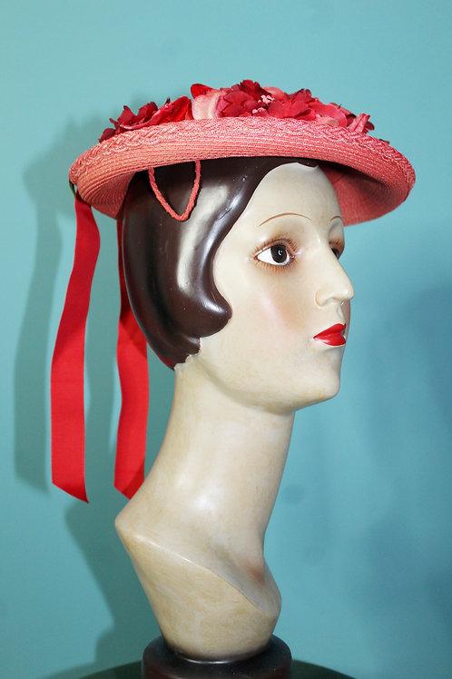 Lata pięćdziesiąte - kapelusz z makami i wstążkami