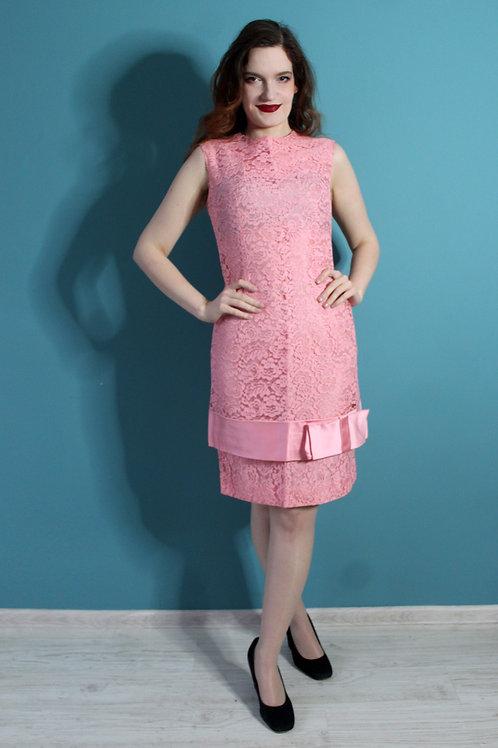 Lata sześćdziesiąte inspirowane dwudziestymi - Blanes różowa sukienka koronkowa
