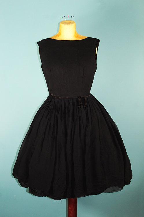 Lata pięćdziesiąte/sześćdziesiąte - czarna szyfonowa rozkloszowana sukienka