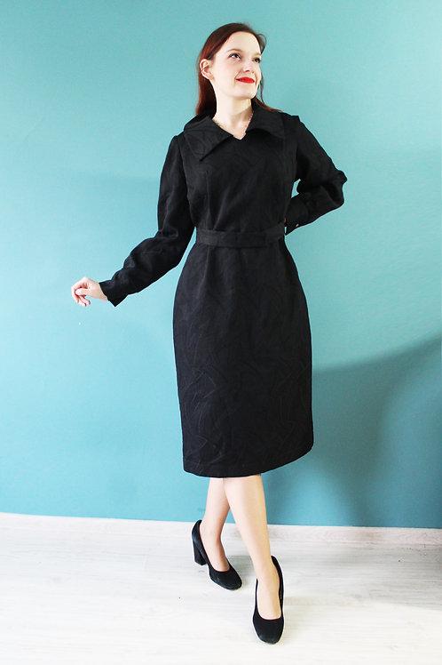 Lata sześćdziesiąte - plus size czarna sukienka bistorowa bufiaste rękawy pasek