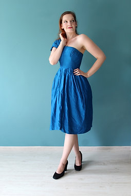 Rothstones of Wilmslow - jedwabna ołówkowa sukienka chabrowa lata 1950s