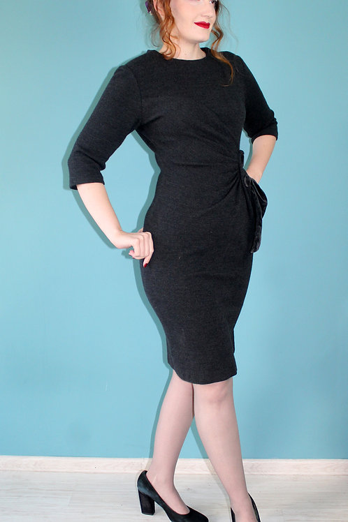 Carnegie lata pięćdziesiąte - ołówkowa sukienka wełniana z wielkimi guzikami