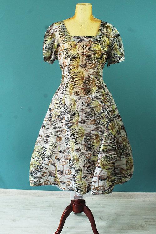 Lata sześćdziesiąte - lekko rozkloszowana sukienka nylonowa