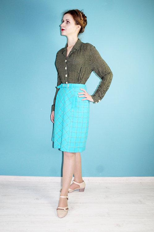 Lata siedemdziesiąte - wełniana spódniczka mini z paskiem