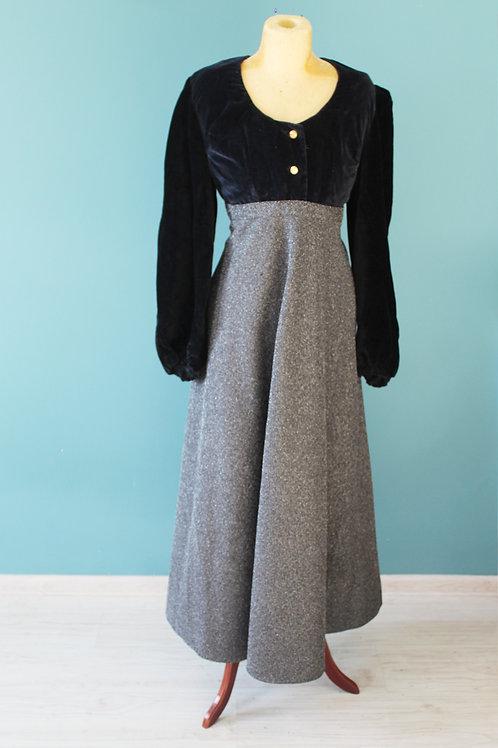Lata trzydzieste przerobione w latach siedemdziesiątych - suknia wieczorowa