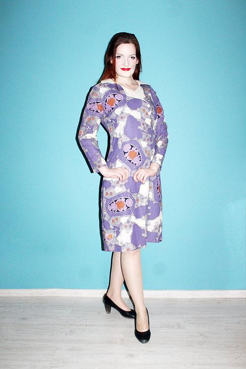 Lata siedemdziesiąte- psychodeliczna fioletowa sukienka w arabeski midi kołnierz