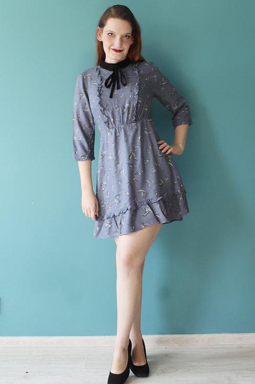 Modern retro - wiskozowa sukienka z falbankami błękitna w ptaki