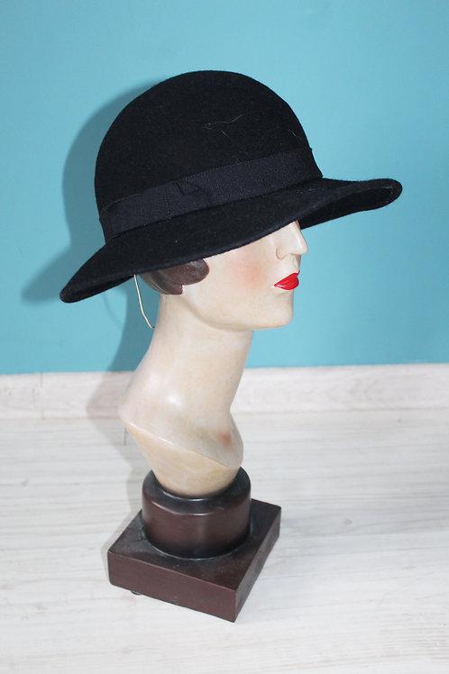 Lata sześćdziesiąte - czarny kapelusz