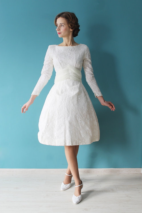 Lata pięćdziesiąte - ślubna sukienka rozkloszowana usztywniana