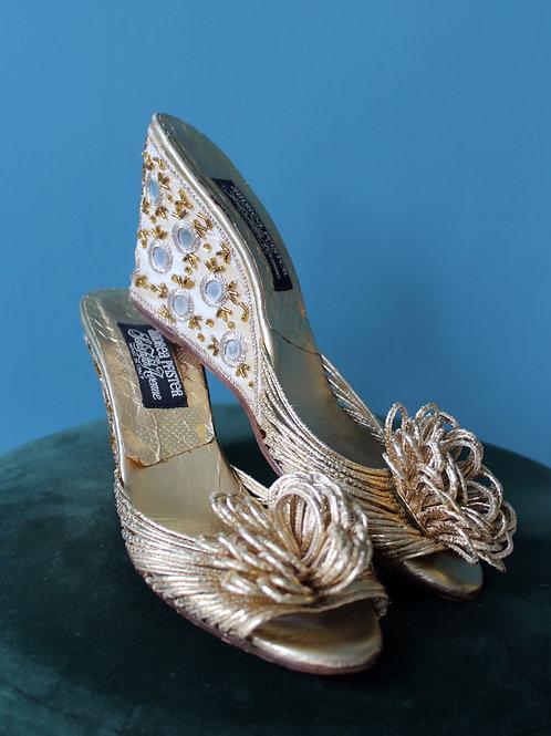 Andrea Pfister for Saks Fifth Avenue wyszywane sandałki na koturnie lata 1960te