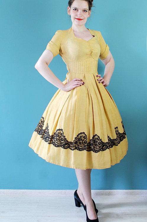 Lata pięćdziesiąte - 100% jedwabna złocista sukienka z koronką