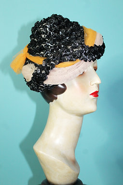 Lata czterdzieste/pięćdziesiąte - stożkowy kapelusik z szyfonem
